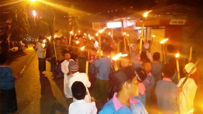 Pawai Obor Semarakkan Hari Santri di Konang, Bangkalan