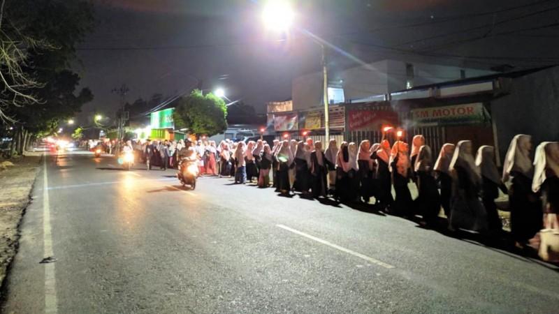 Pawai Obor Meriahkan Maulid Nabi di Ma'had UIN Lampung