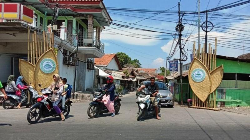 Gapura di jalan utama menuju lokasi Muskerwil NU Jatim. (Foto: NU Online/panitia)
