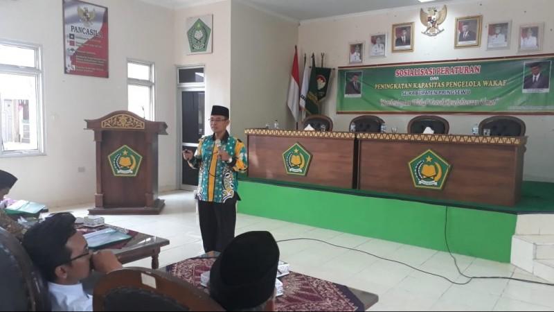 Ketua BWI Pringsewu, Muhtasor pada kegiatan Sosialisasi Peraturan dan Peningkatan Kapasitas Pengelola Wakaf se-Kabupaten Pringsewu di aula Kantor Kemenag. (Foto: NU Online/Faizin)