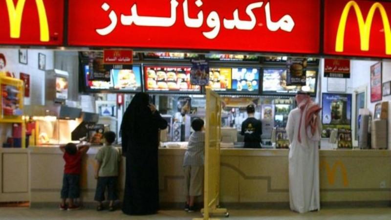 Saudi Hapus Aturan Pemisahan Pria dan Wanita di Restoran