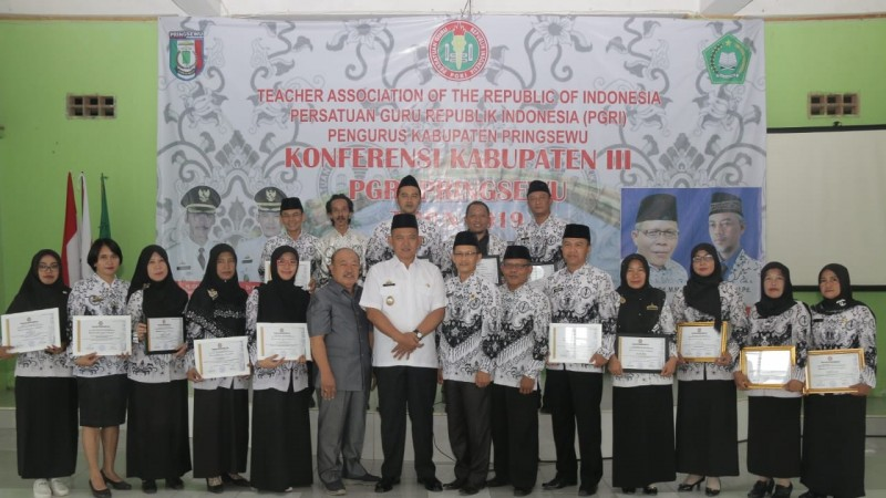 Enam Insan Madrasah Terima Penghargaan dari PGRI Pringsewu