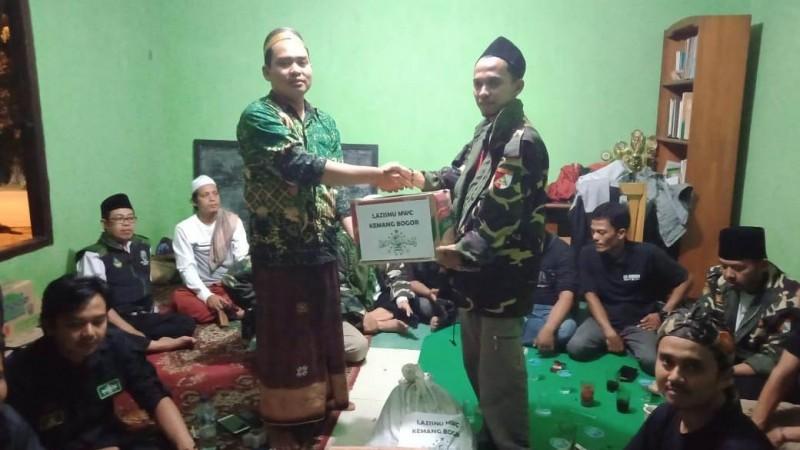 NU Kemang-Bogor Serahkan Bantuan untuk Korban Banjir di Cigudeg