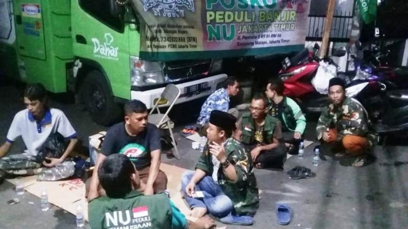 Banser Jakarta Timur Terus Dampingi Korban Banjir