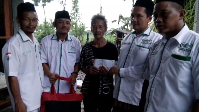 LAZISNU di Ngawi Bantu Warga yang Rumahnya Terbakar