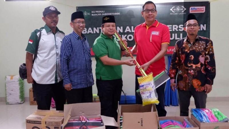 NU Peduli Salurkan Bantuan 300 Family Kit dan Paket Alat Kebersihan