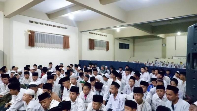 Ngaji Tasawuf Dadakan di Pesantren Al-Istiqomah Bandung