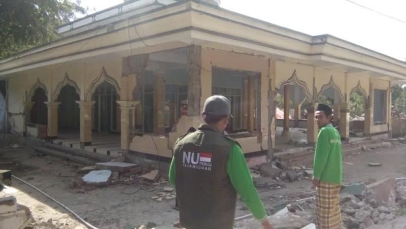 Hukum Menghentikan Shalat saat Bencana Datang