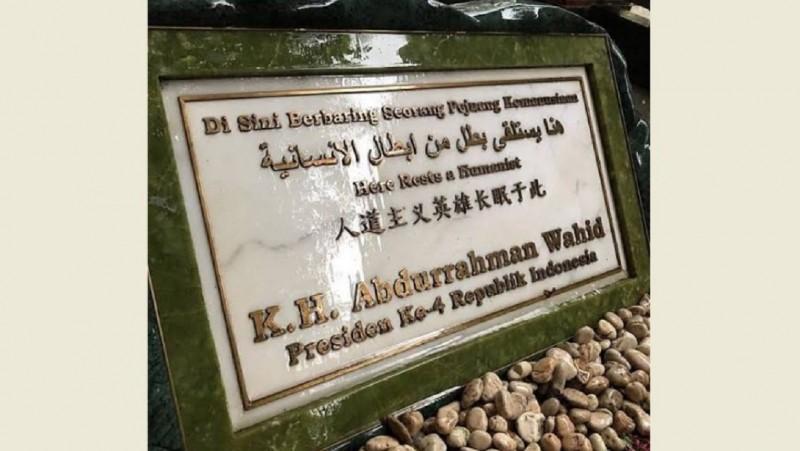 Cerita Gus Dur dan Tulisan di Batu Nisannya