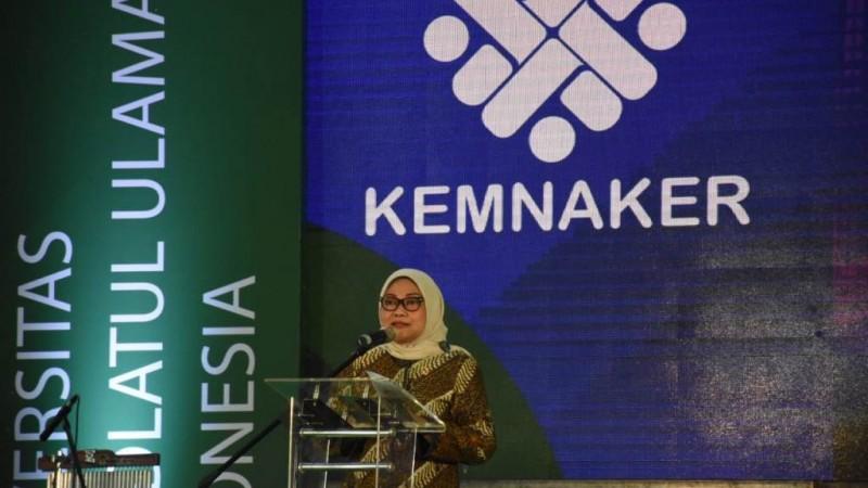 Menaker Ida Fauziyah saat membuka acara Kemnaker Goes to Campus di Unusia Parung, Bogor, Jawa Barat, Kamis (13/2). (Foto: NU Online/Junaedi)