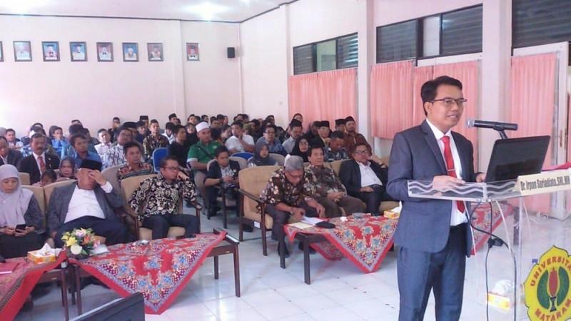 Irpan Suryadinata (berdiri di mimbar) (Foto: NU Online/LTNNU Lombok Tengah)