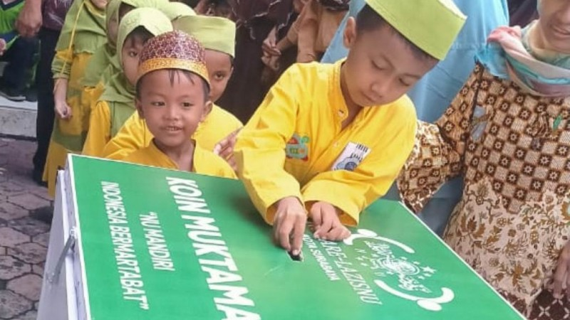 Koin Muktamar Hadir di Sekolah Tashwirul Afkar Surabaya