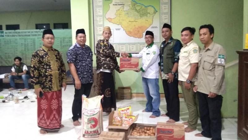 Dua Pekan Banjir Kepung Pasuruan, PWNU Jatim Kirim Bantuan