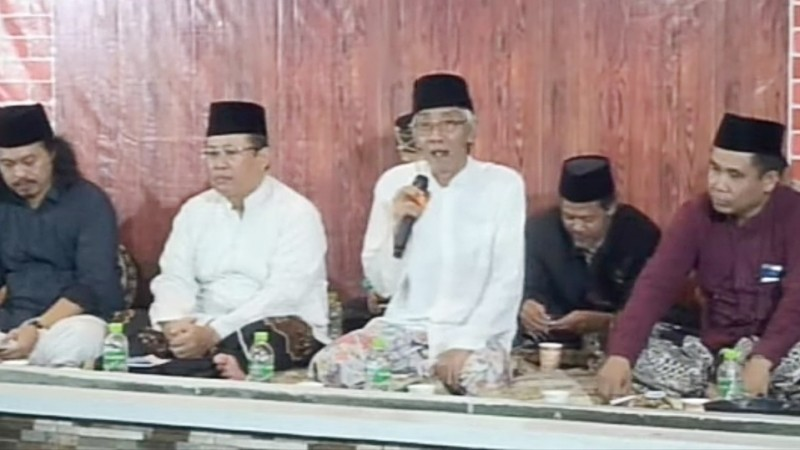 Rais PWNU Jateng, KH Ubaidullah Shodaqoh (tengah pegang mic) (Foto: NU Online/Samsul Huda)
