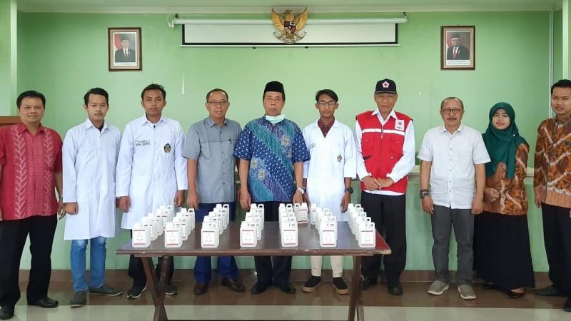 Mahasiswa IAIN Kudus Donasikan Cairan Pembersih Tangan Karya Sendiri