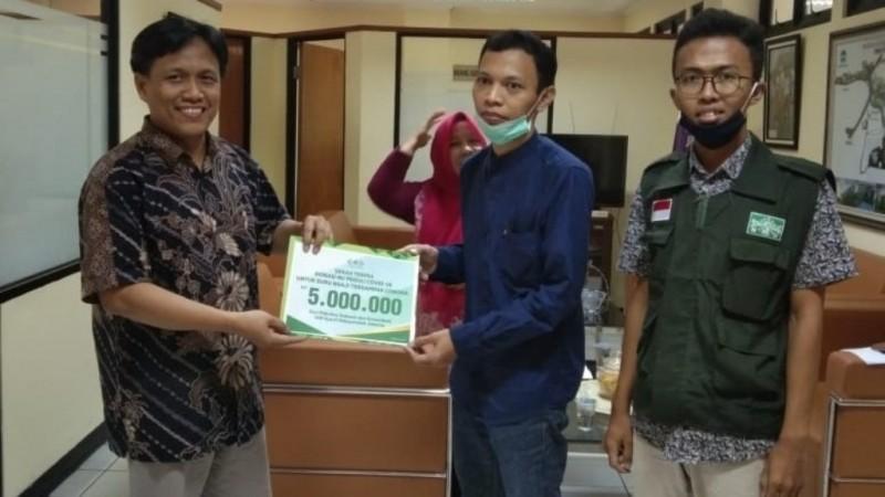 Dosen UIN Jakarta Salurkan Bantuan untuk Guru Ngaji Terdampak Covid-19