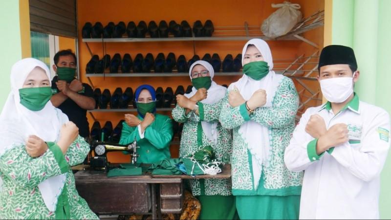 Senyum Mengembang Puluhan Penjahit Masker di Tengah Pandemi Covid-19
