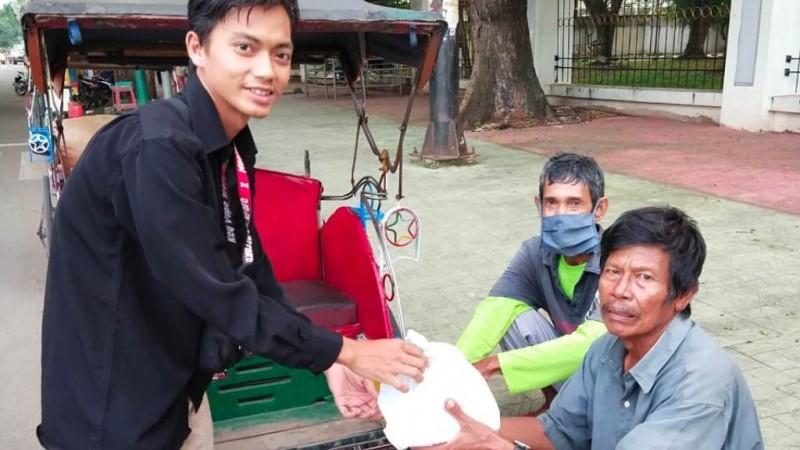 Cara Mahasiswa UIN Banten Bantu Warga Terdampak Covid-19 di Kota Serang