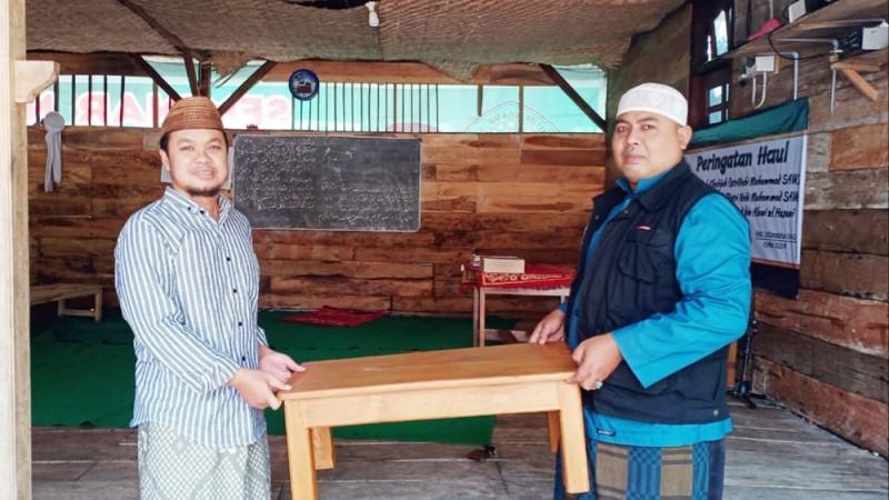 Rawat Tradisi Bandongan, Ahbabul Musthofa Bojonegoro Bagikan Meja untuk Kiai