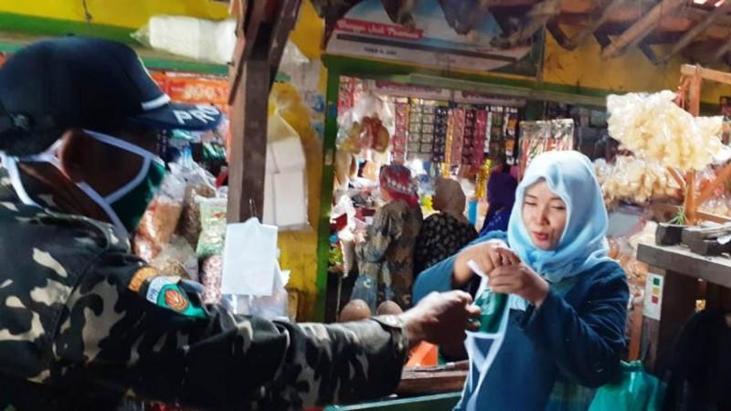 NU Kabupaten Pasuruan Bagikan Ribuan Masker untuk Pengurus