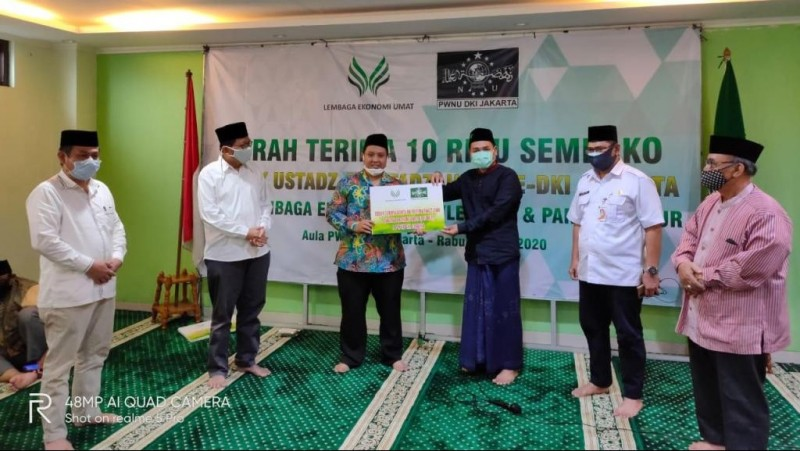 Lembaga Ekonomi Umat MUI dan PWNU DKI Bagikan 10 Ribu Sembako untuk Ustadz dan Ustadzah