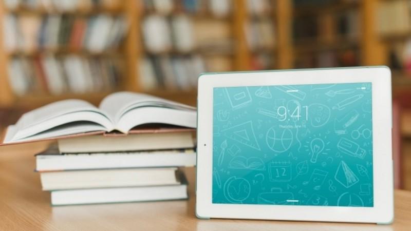 Plus-Minus Membaca Buku di Layar Gawai