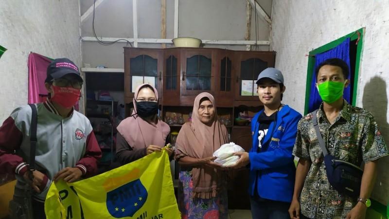 Saat Bagikan Bantuan, PMII Kota Banjar Jaring Keluhan Warga
