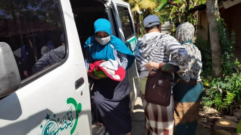 TRC LAZISNU Kendal Bantu Masyarakat yang Butuh Pertolongan Segera