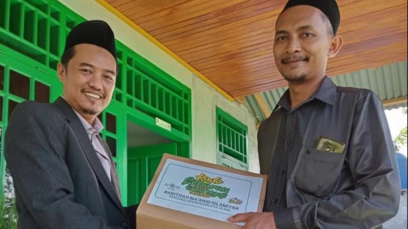Kado Lebaran RMINU Bengkulu untuk Para Guru Ngaji