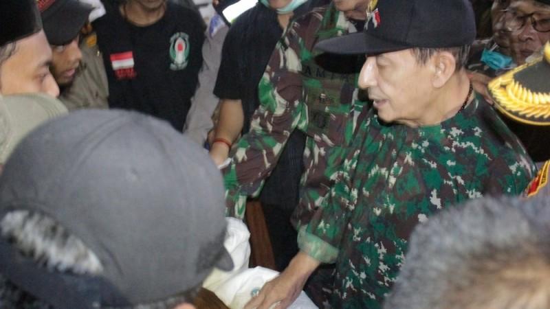 Serahkan Zakat Fitrah 230 Ton Beras, Habib Luthfi: Indonesia Harus Kuat