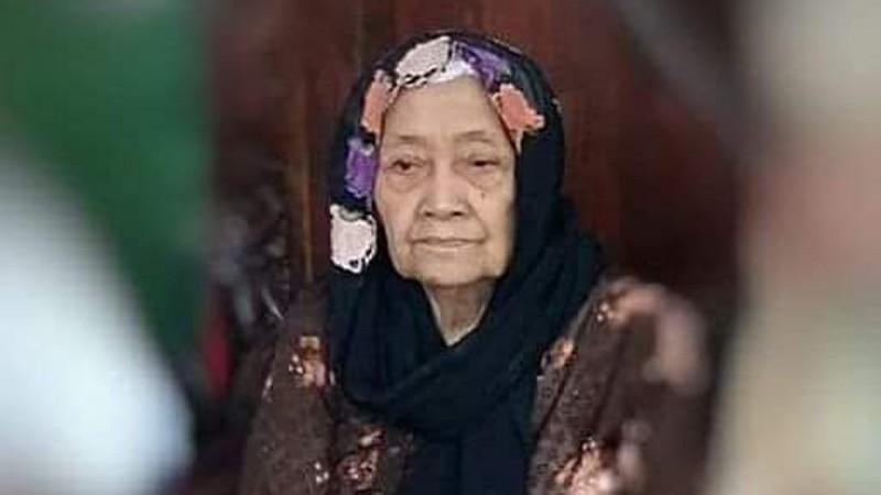 Mendung Iringi Pemakaman Ibunda Rais PWNU Jateng