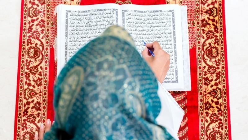 Membaca Al-Qur'an tanpa Paham Artinya dan Perumpamaan Keledai