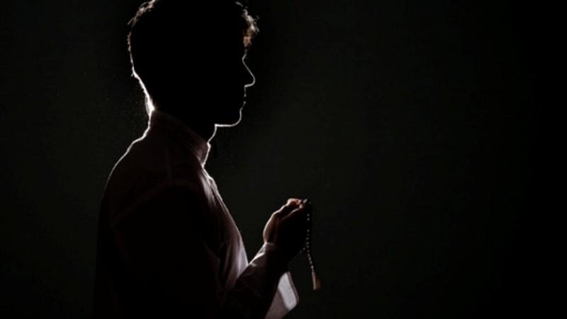 Khutbah Jumat: Orang-orang Bangkrut dalam Agama Menurut Rasulullah