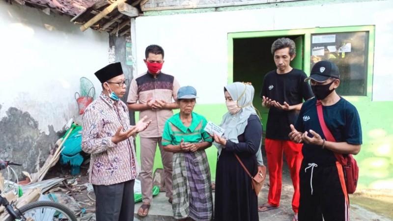 Kiprah LAZISNU di Banyuwangi Salurkan Bantuan Bedah Rumah