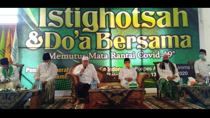 Kegiatan isti8ghotsah dan doa bersama di Pondok Pesantren Amanatul Ummah, Pacet, Mojokerto. (Foto: NU Online/Rofi)