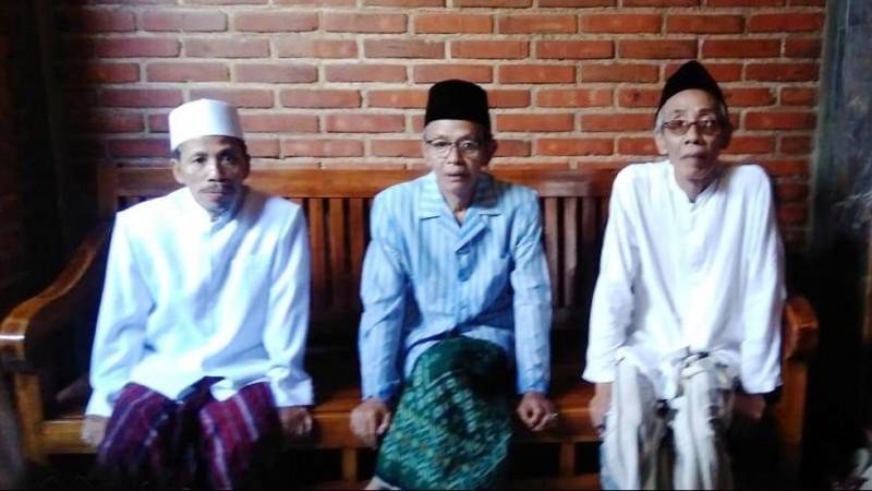 Pengasuh Pesantren Al-Itqon Semarang KH Ubaidullah Shodaqoh (kanan)