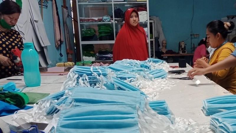Berbagai jenis masker seperti 3ply mask, 4 plymask, dan N95 Equivalentyang memenuhi kebutuhan masyarakat di era social distancing ini diproduksi oleh Nanotech Natura Indonesia. (Foto: Dok Istimewa)
