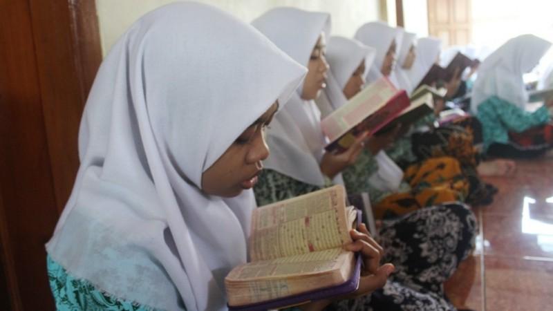 Sebaiknya Berapa Kali Mengkhatamkan Al-Qur'an dalam Setahun?