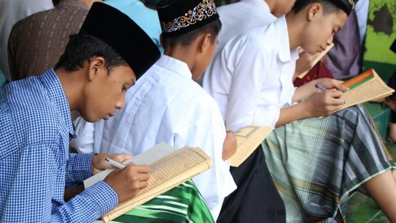 Khutbah Jumat: Islam Hidup sebab Ilmu Agama