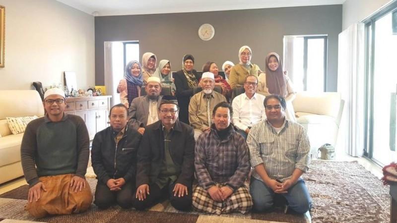 Para peserta Halal Bihalal PCINU Western Australia berfoto bersama usai acara. (Foto: NU Online/Aryudi AR)