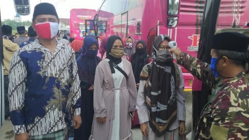RMINU Lampung Kawal 2.500 Santri Kembali Mondok ke Jawa Timur
