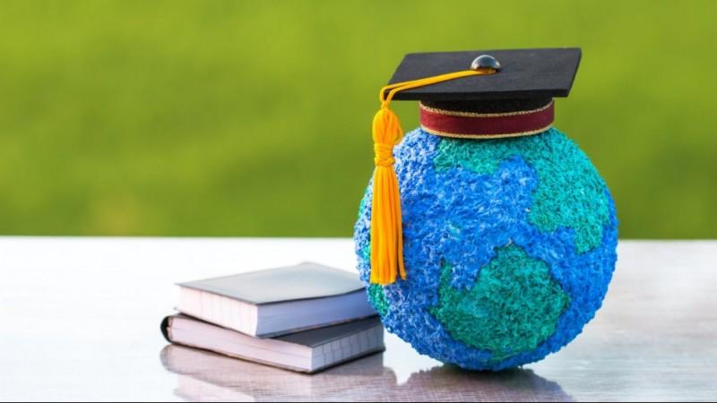 Mendikbud Wajibkan Mahasiswa Menempa Diri di Luar Kampus Selama Setahun