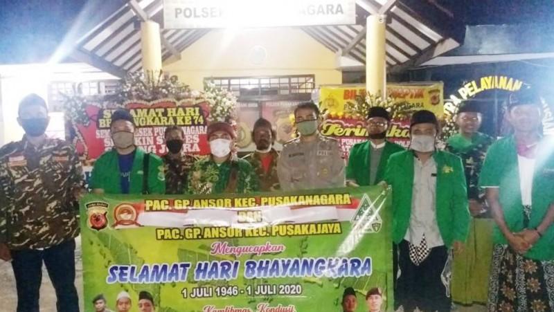Jajaran pengurus Ansor dan Banser Pusakanegara dan Pusakajaya sambangi Mapolsek (Foto: NU Online/Aiz Luthfi)