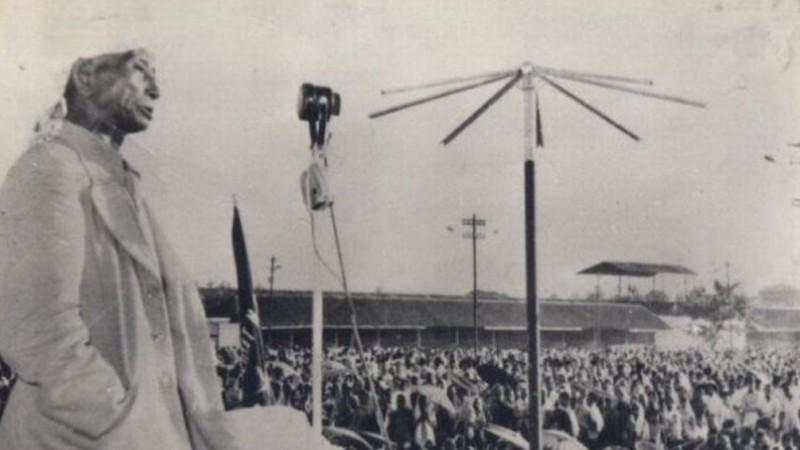 KH Abdul Wahab Chasbullah ketika memimpin sebuah rapat akbar. (Foto: dok. Perpustakaan PBNU)