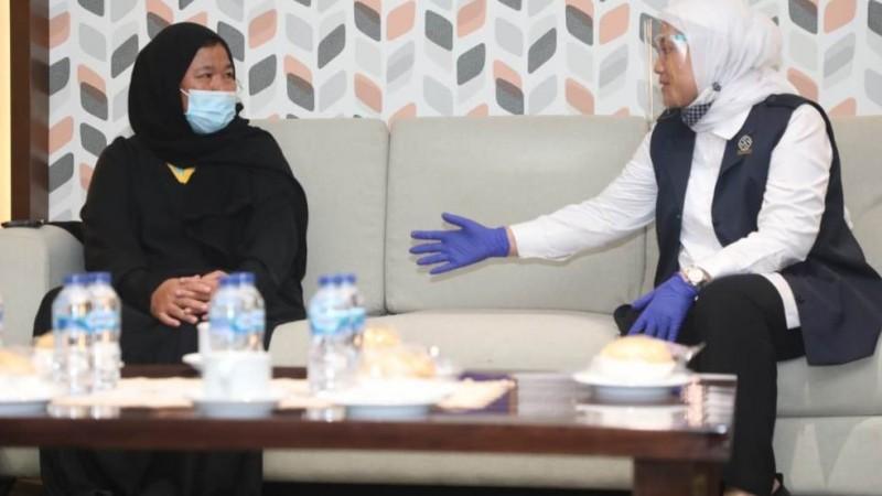 Menurut Menaker Ida, peran masyarakat dan advokasi dari perwakilan Indonesia untuk Arab Saudi sangat besar atas pembebasan dan kepulangan Etty ke Indonesia. (Foto: Biro Humas Kemnaker)