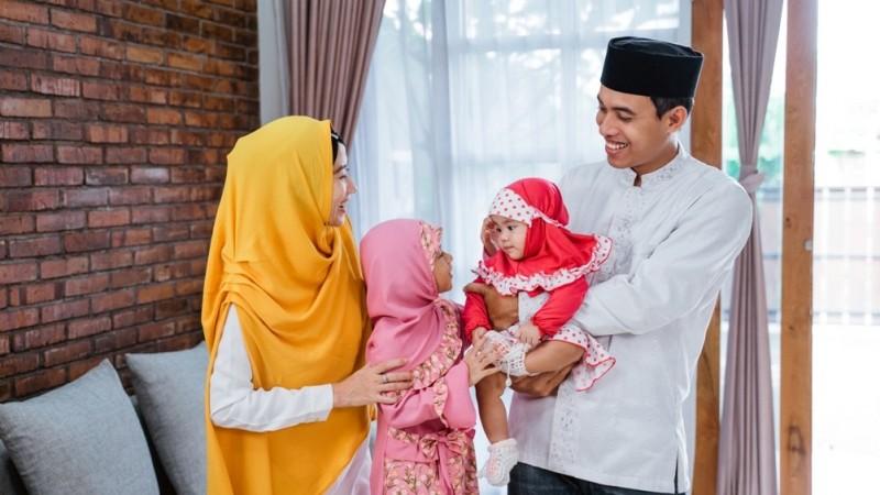 Pemilihan guru (ustadz) yang salah atau tidak tepat akan sangat mempengaruhi input keagamaan bagi orang tua, sehingga berpengaruh pada pola asuh keagamaan dalam keluarga.