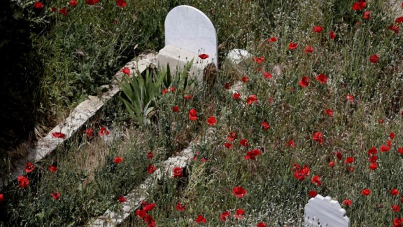 Membangun, Mengijing, atau Menghias Kuburan, Bolehkah?