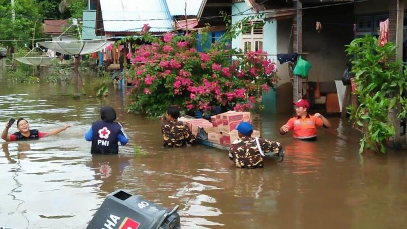 Gandeng Baznas, Ansor-Banser Melawi, Kalbar salurkan bantuan ke warga terdampak banjir (Foto: Dok Ansor Melawi)