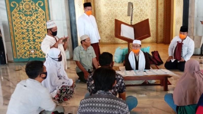 Ikrar Lima Muallaf di Masjid Nasional Al-Akbar Perhatikan Protokol Kesehatan