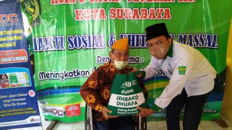 Jarang Diperhatikan, Veteran di Surabaya Terima Sembako dari LAZISNU Jatim